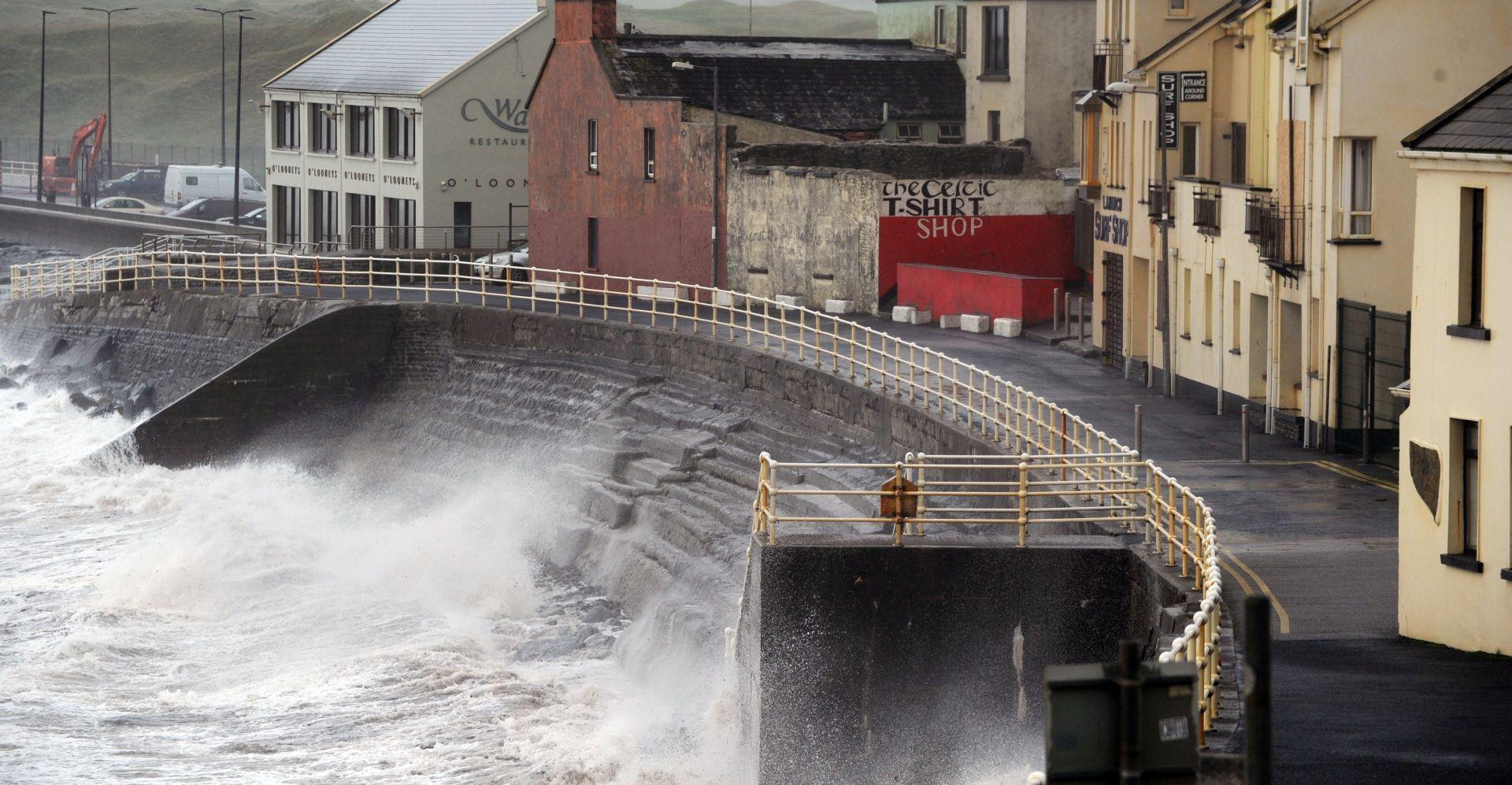VIDEO: Opelia u Irskoj odnijela tri života