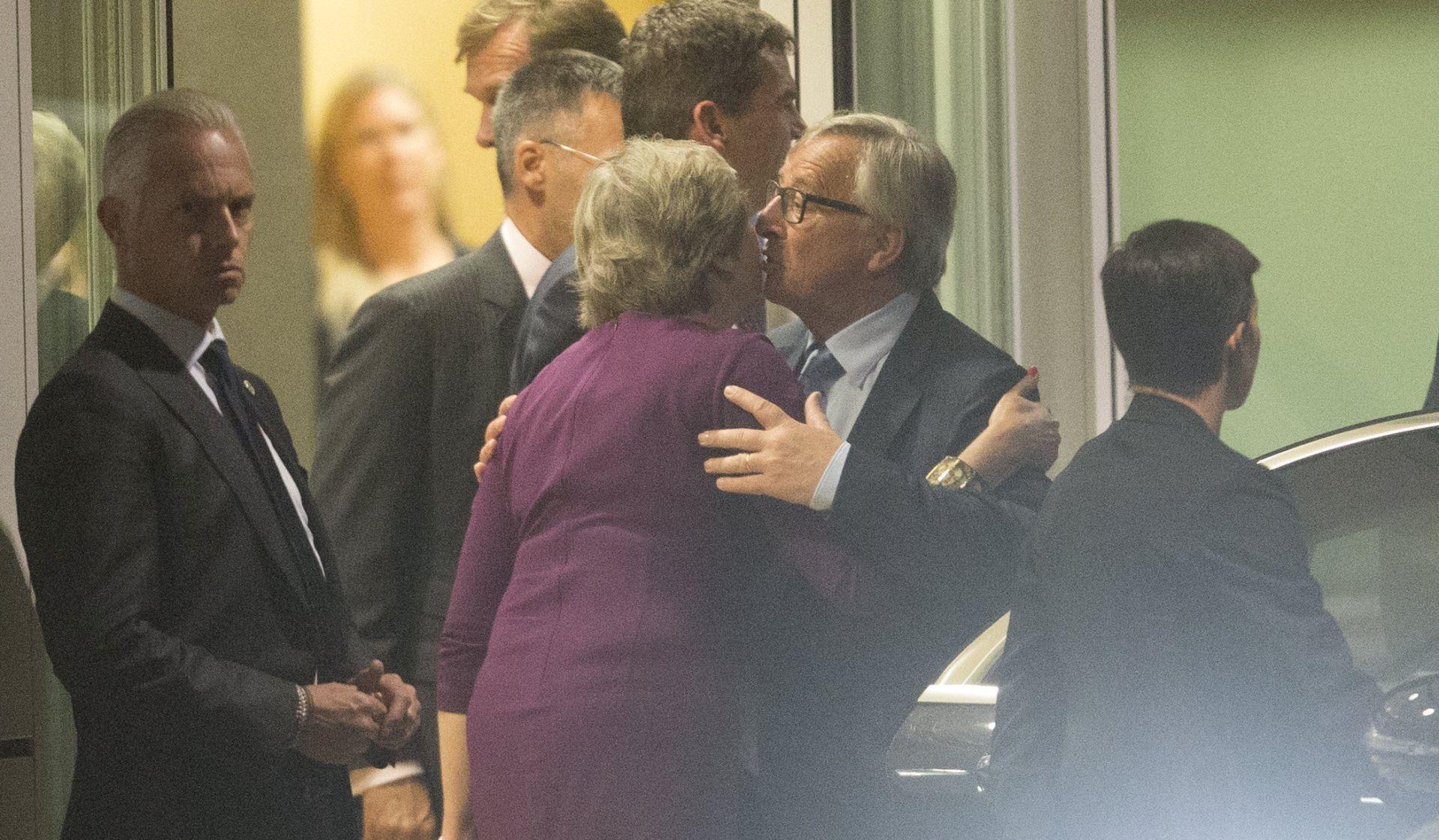 """Juncker i May se dogovorili da će """"ubrzati napore"""" radi dogovora o Brexitu"""