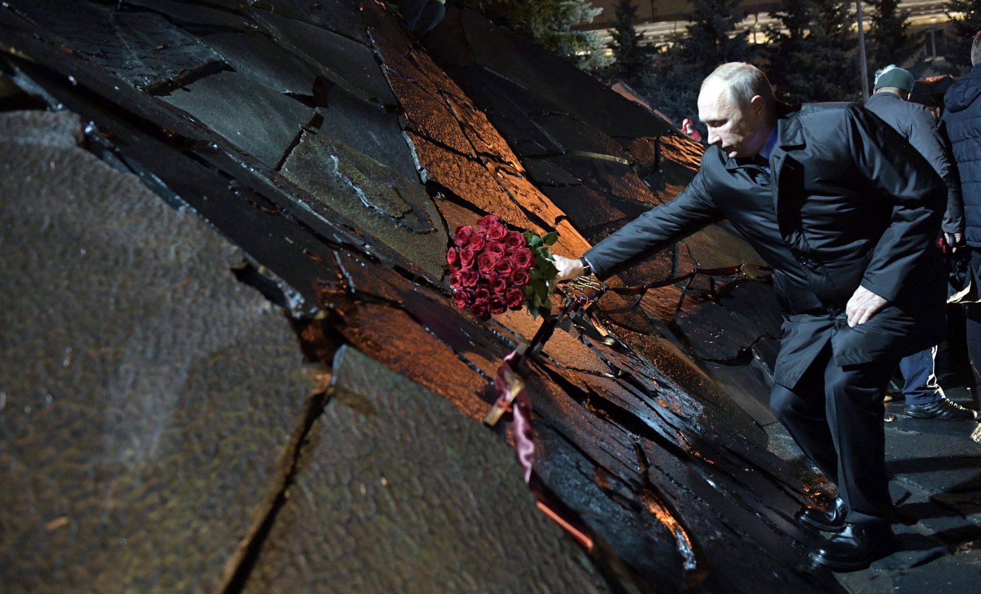 Putin otvorio spomenik Staljinovim žrtvama, disidenti kažu da je to cinizam