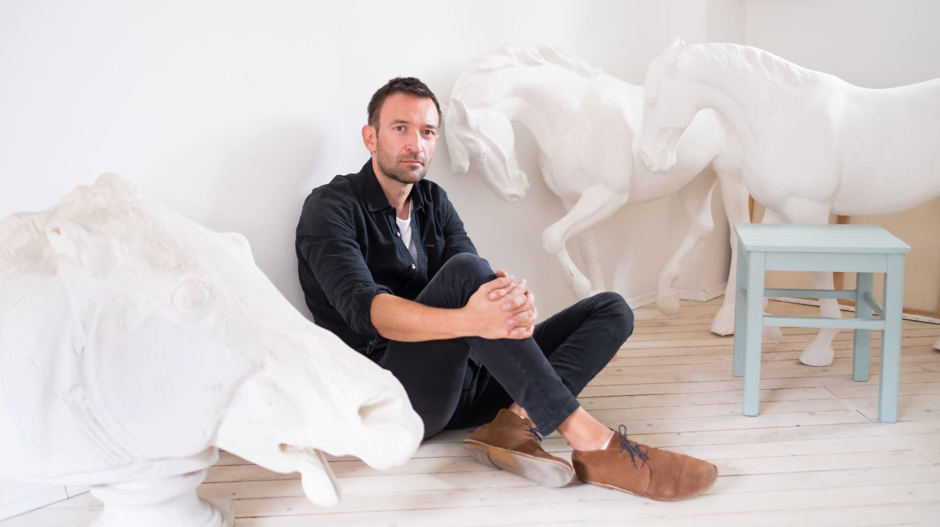 FOTO: Zavirite u čudesni atelier akademskog kipara Hrvoja Dumančića