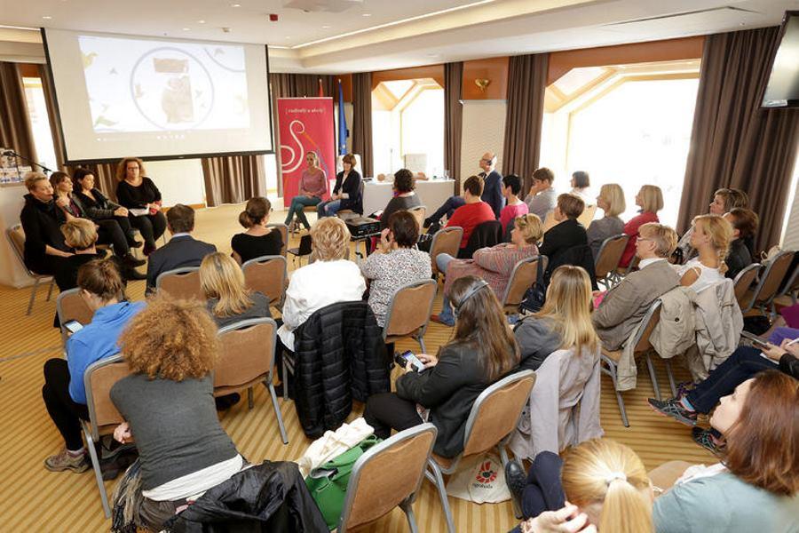 Održana Prva srednjoeuropska konferencija o nošenju djece 'Rodin zamotuljak'