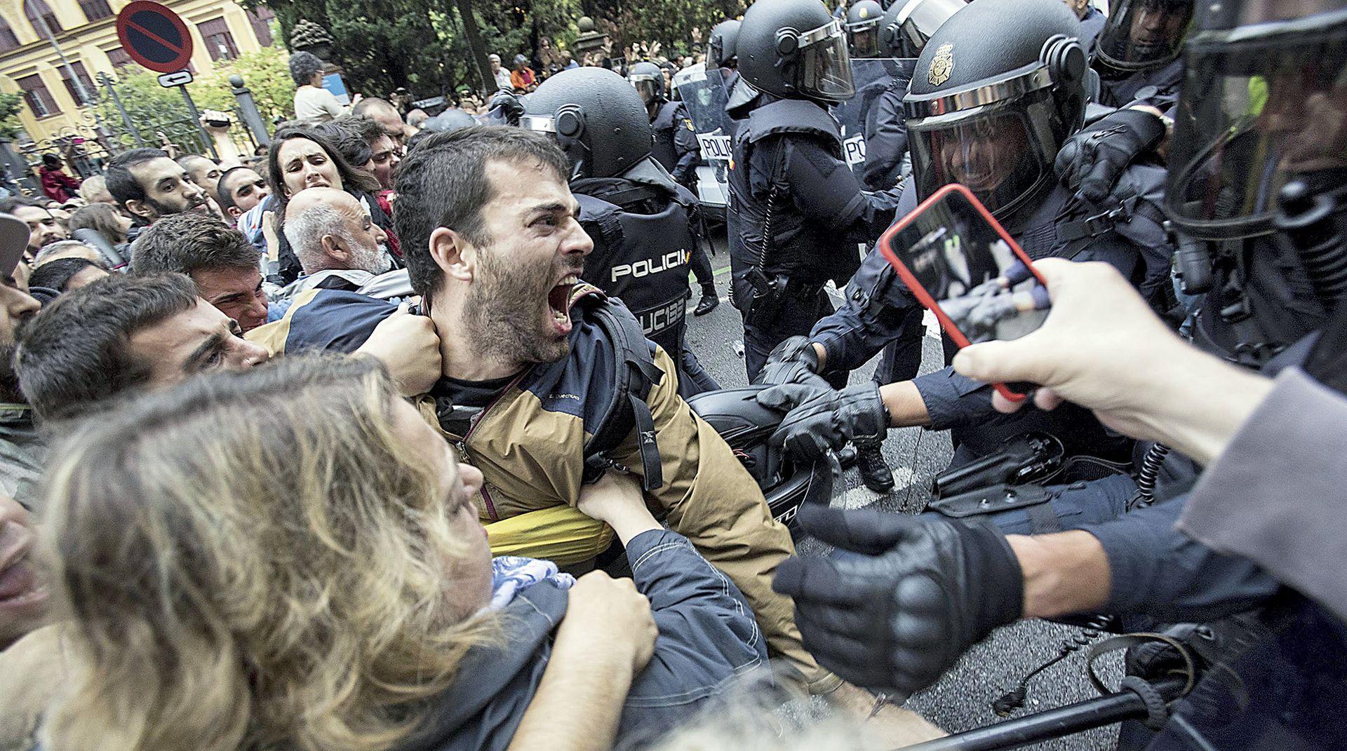 GRADONAČELNICA BARCELONE ZA NACIONAL: 'Premijer Rajoy je kukavica'