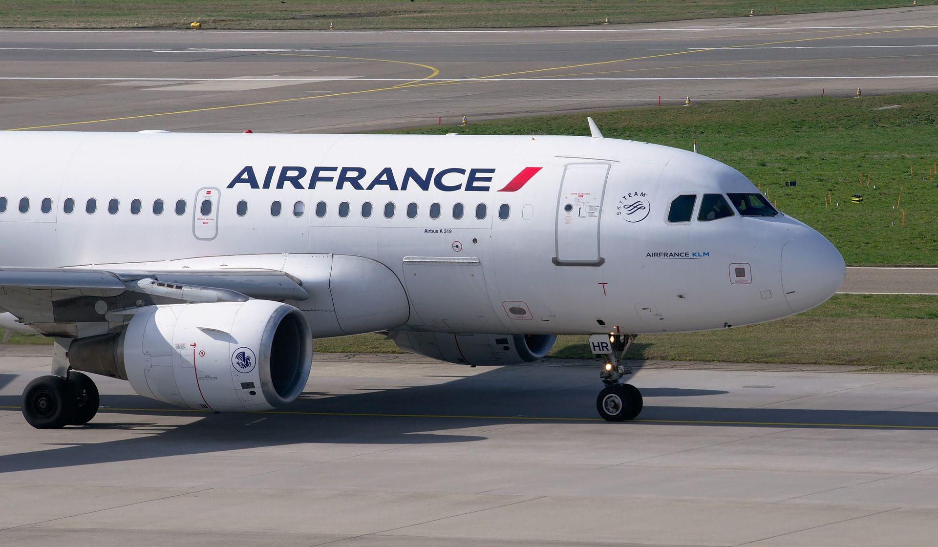 Airbusu s 520 putnika eksplodirao jedan motor, morao je hitno sletjeti