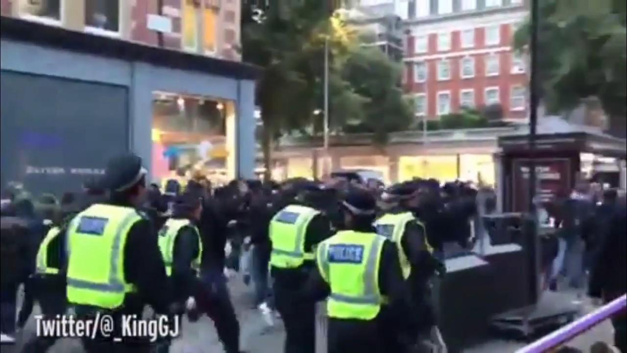 VIDEO: NARUŽANI NOŽEVIMA I PALICAMA Romini huligani napali navijače Chelsea u centru Rima