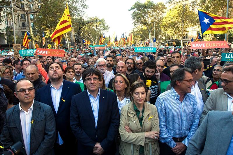 Stotine tisuća prosvjednika u Barceloni protiv mjera Madrida