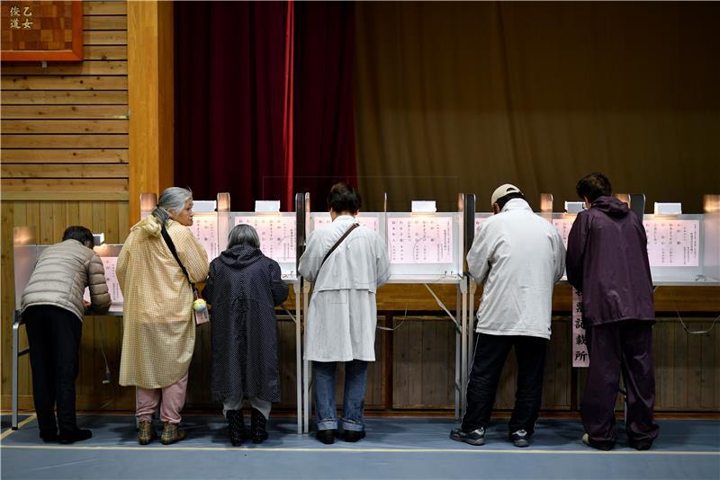 Izlazne ankete pokazuju da je Abe pobjednik japanskih izbora
