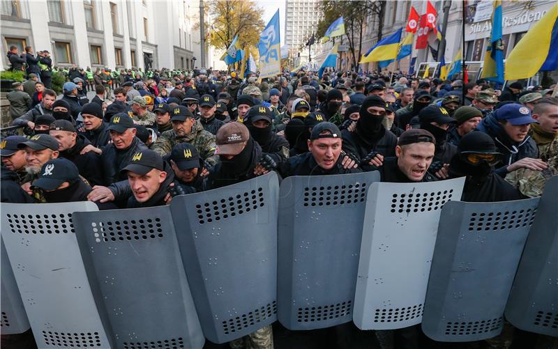 U Ukrajini tisuće prosvjednika protiv korupcije, dvoje ozlijeđenih