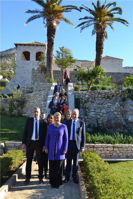 Grabar-Kitarović posjetila Knežev dvor u Slanom