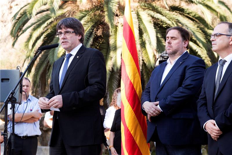 Puigdemont zatražio 'smirenost' manje od 24 sata do isteka ultimatuma iz Madrida