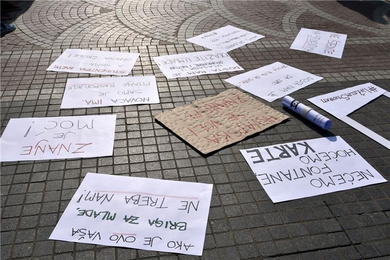 Studenti u Vukovaru prosvjeduju zbog ukidanja subvencije za prijevoz