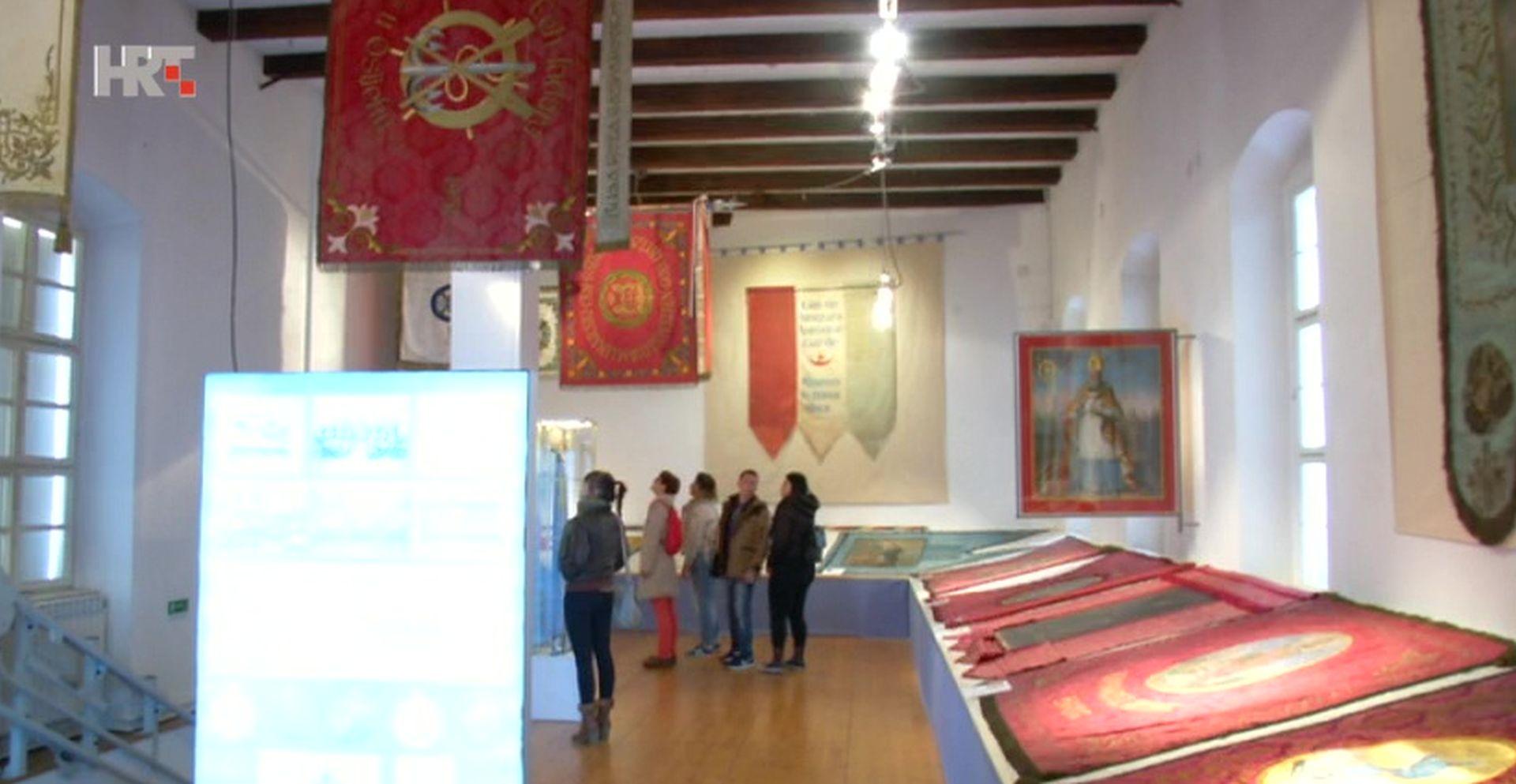 "VIDEO: Izložba ""Zastave iz fundusa Muzeja Slavonije"""