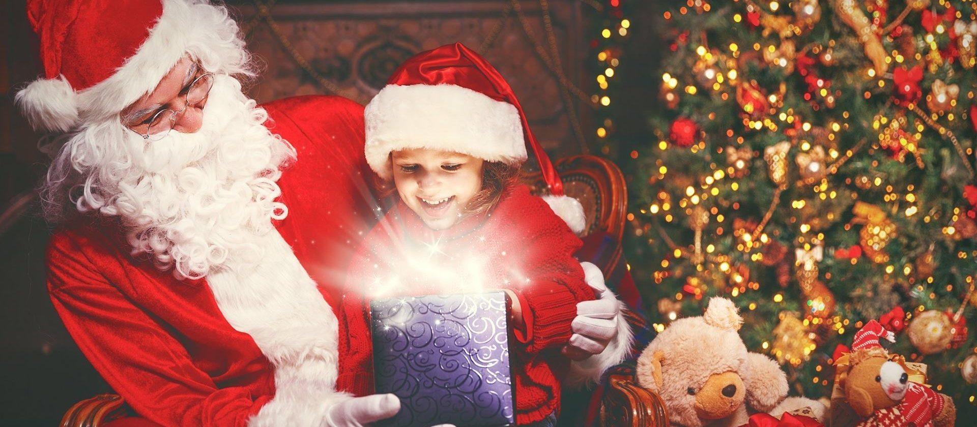 VIDEO: Poznati glumci u ulozi Djeda Božićnjaka