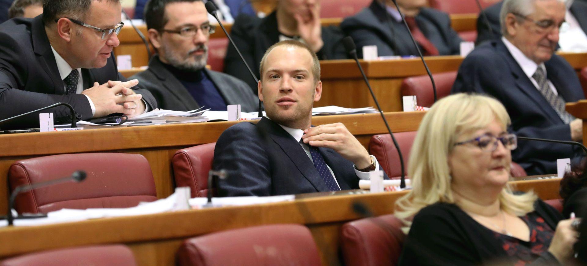 """VIDEO: SAUCHA SHOW U SABORU """"Bernardiću, ne morate ići na izbore, ja ću vam reći, velika ste truba"""""""