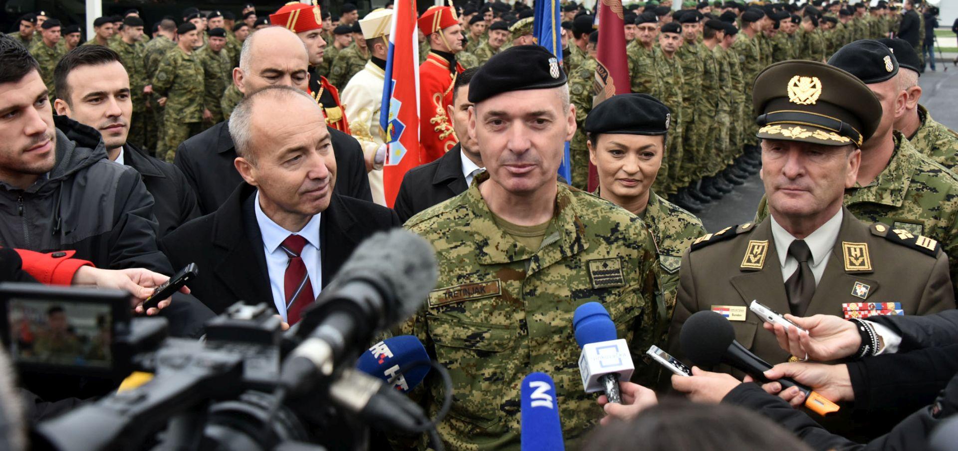 Krstičević i Šundov posjetili eskadrilu transportnih helikoptera u Divuljama