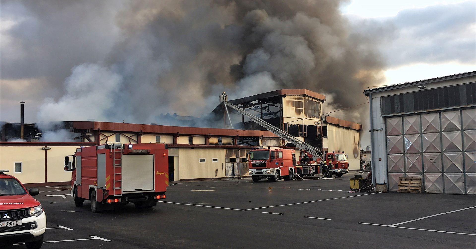 OTOČAC Izgorjela zgrada nekadašnje tvornice Cosmochemia