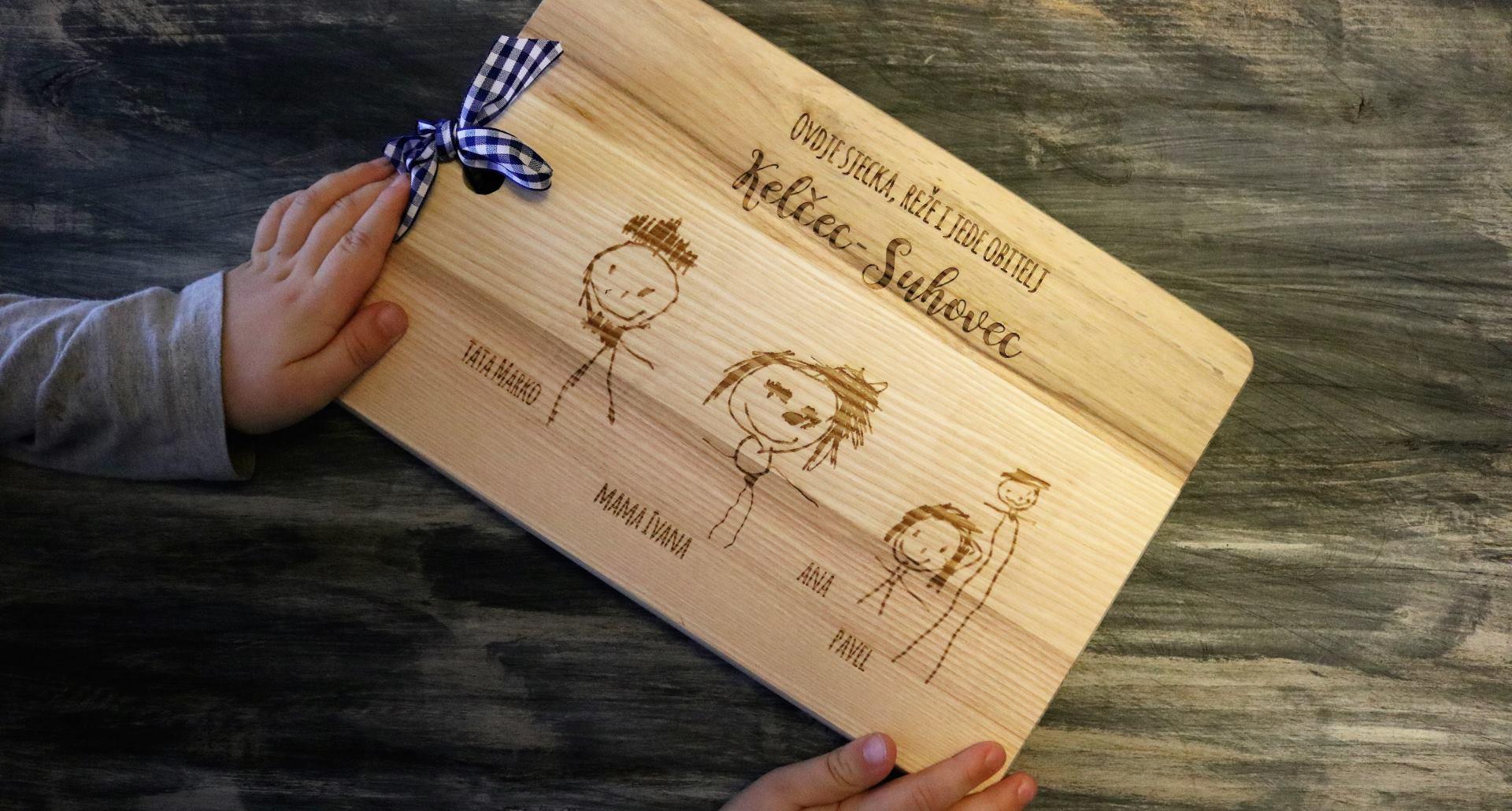 FOTO: Little Miss Puu drvene daskice s potpisom malih umjetnika