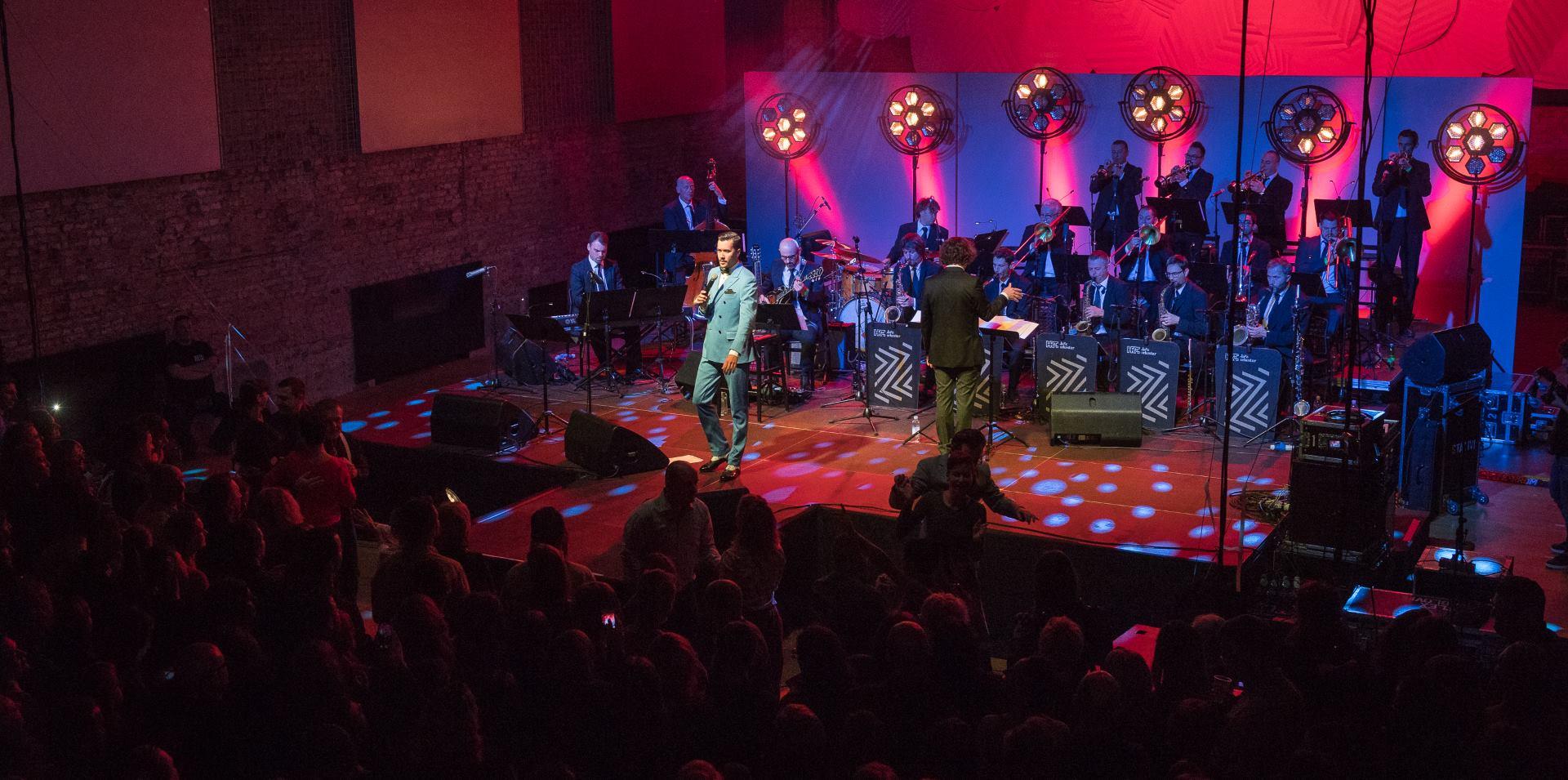 FOTO: Pogledajte fotogaleriju s retro koncerta Marka Tolje i Jazz orkestra HRT-a