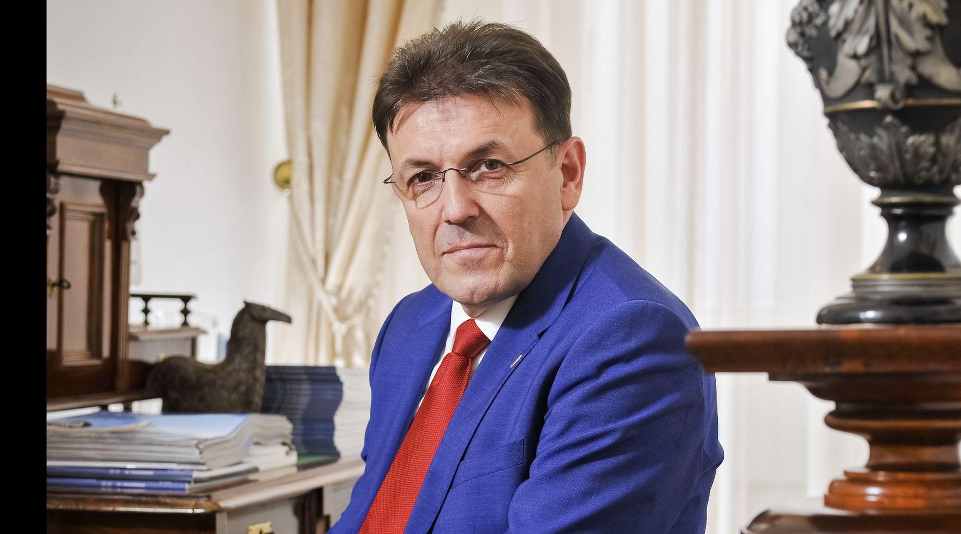INTERVIEW: LUKA BURILOVIĆ 'Hrvatska vlada do 2020. treba napraviti sve što traži MMF'