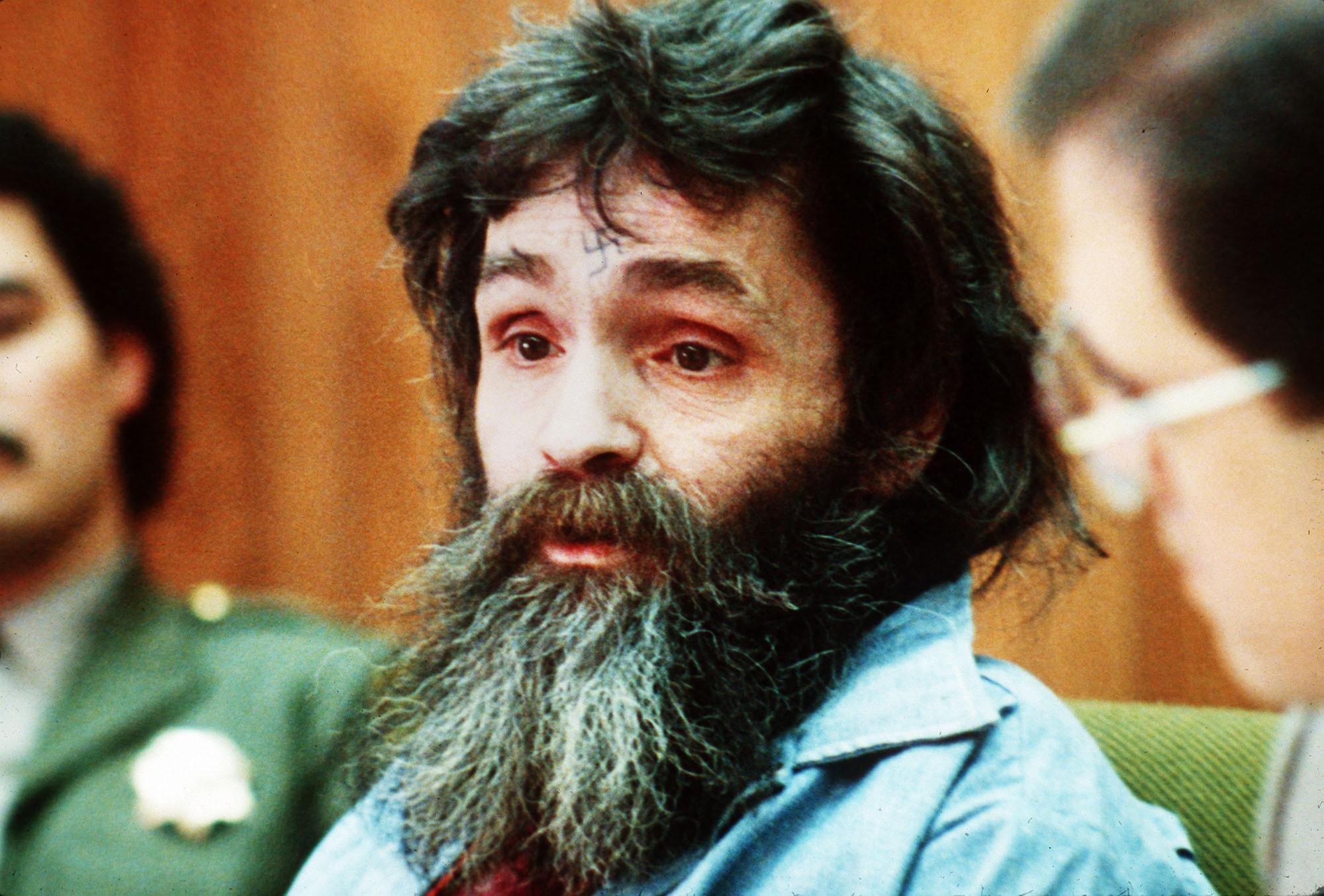 Umro ubojica Charles Manson