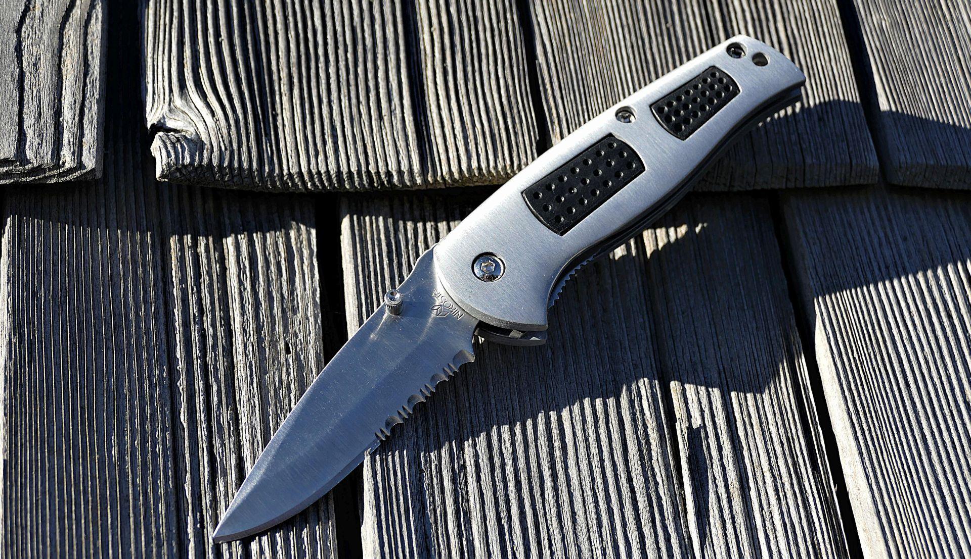 SISAK Nožem napadnuta žena bori se za život