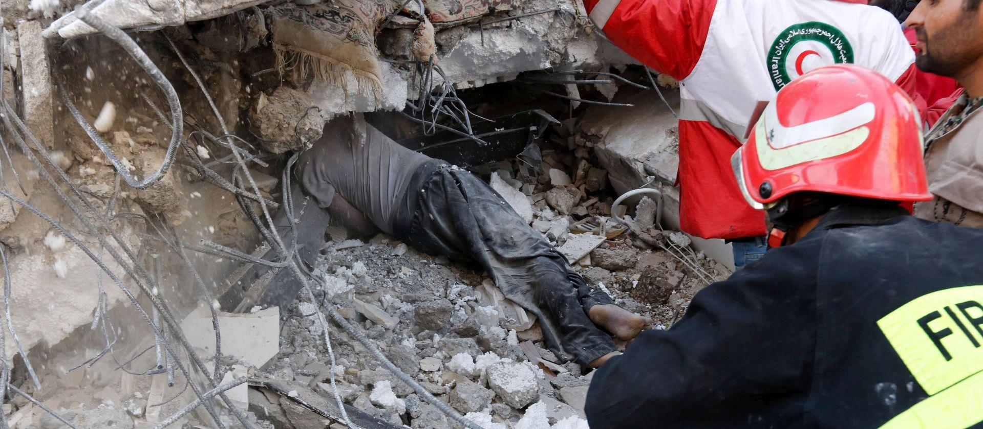 KATASTROFALNA BILANCA Više od 400 mrtvih u potresu u Iranu