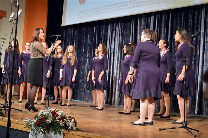 Na Susretima hrvatskih malih vokalnih sastava nastupilo više od 300 pjevačica i pjevača