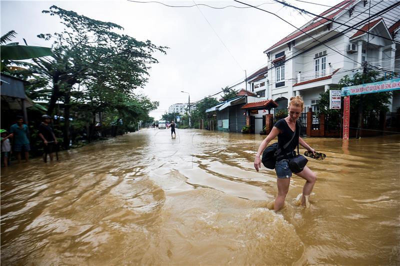 Tajfun Damrey usmrtio najmanje 106 ljudi u Vijetnamu, prijete poplave