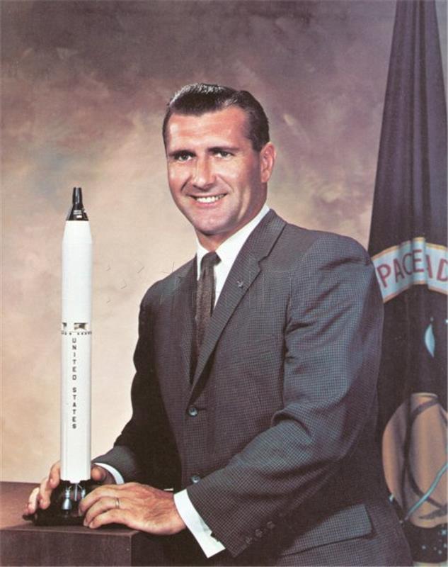 Preminuo Dick Gordon, astronaut koji je putovao na Mjesec