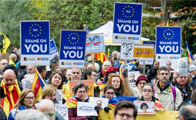 STOTINE PROSVJEDNIKA ZA NEOVISNOST KATALONIJE U BRUXELLESU 'Europo, srami se'