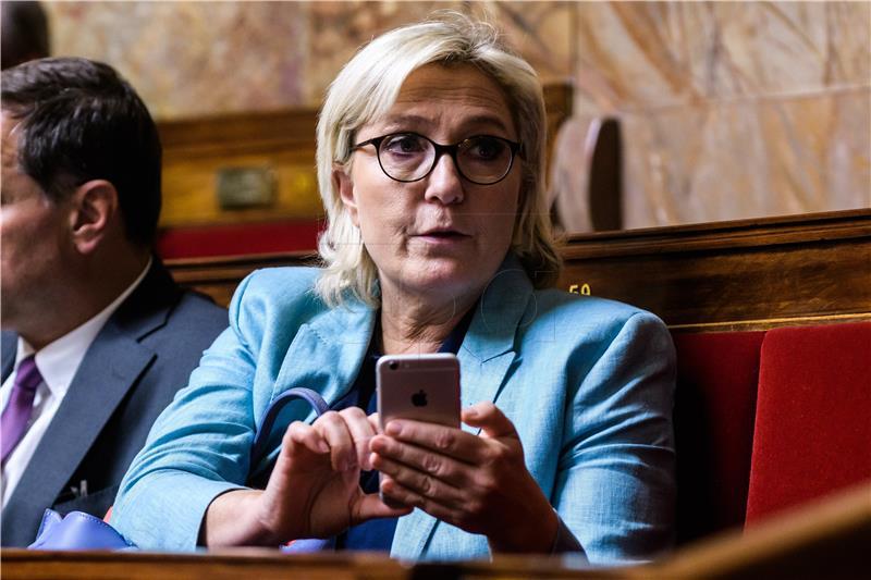 """Marine Le Pen smatra da je protiv njezine stranke na snazi """"bankovna fetva"""""""