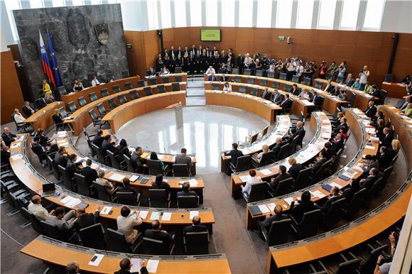 Slovenski parlament po hitnom postupku odlučuje o 'implementacijskim' zakonima