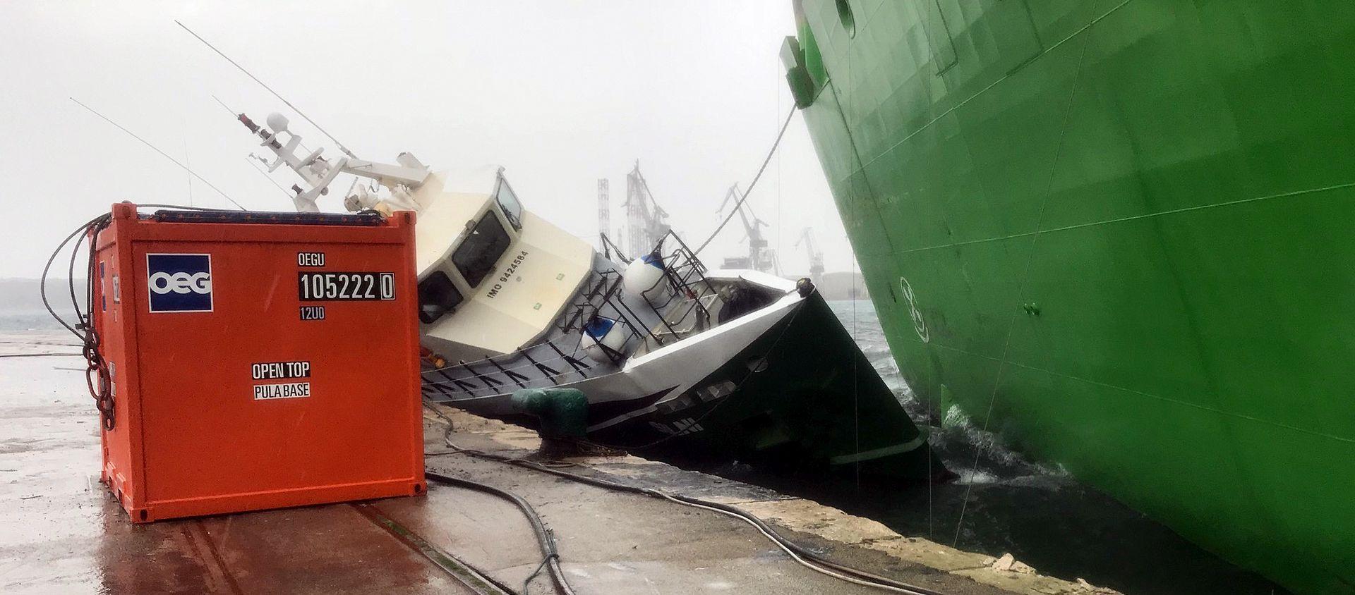 Nema bojazni od onečišćenja mora nakon sudara brodova u Uljanikovu brodogradilištu