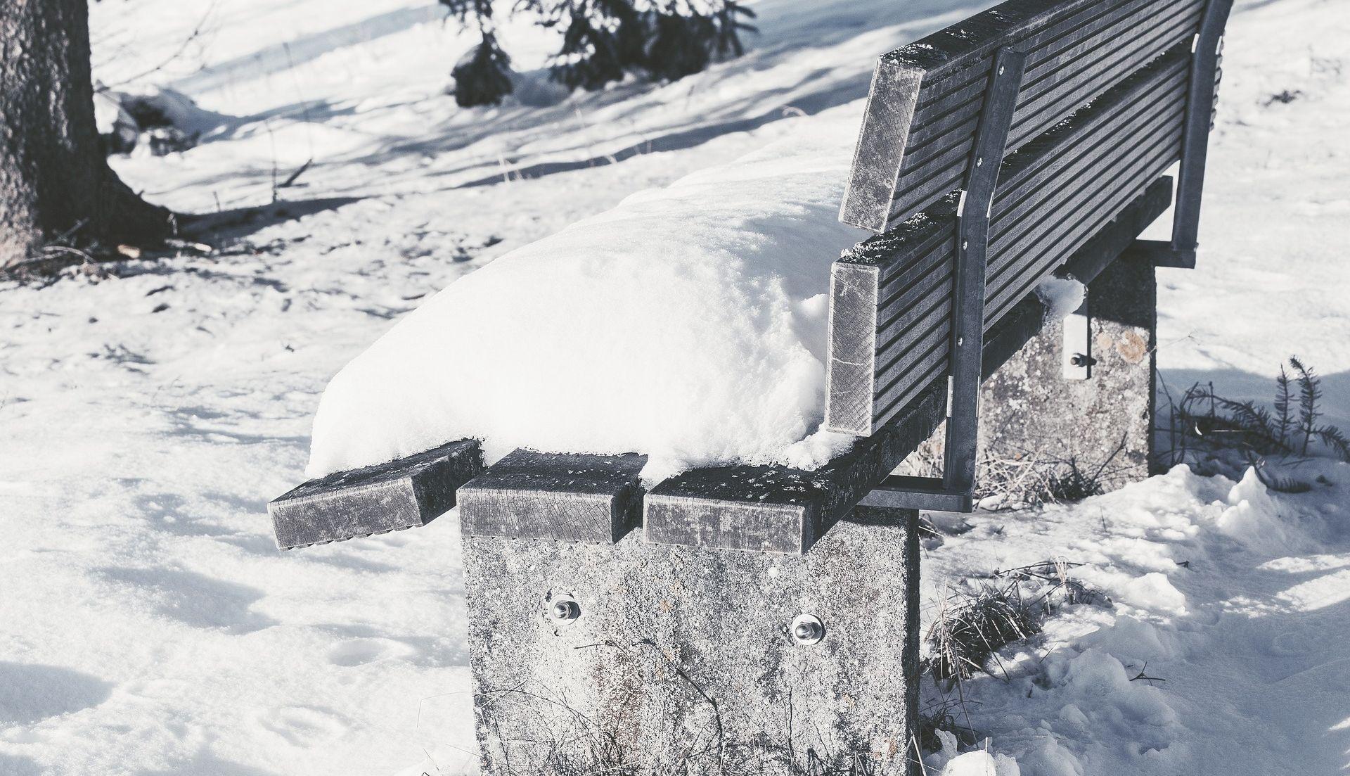 Oblačno s povremenim snijegom, na Jadranu olujna bura