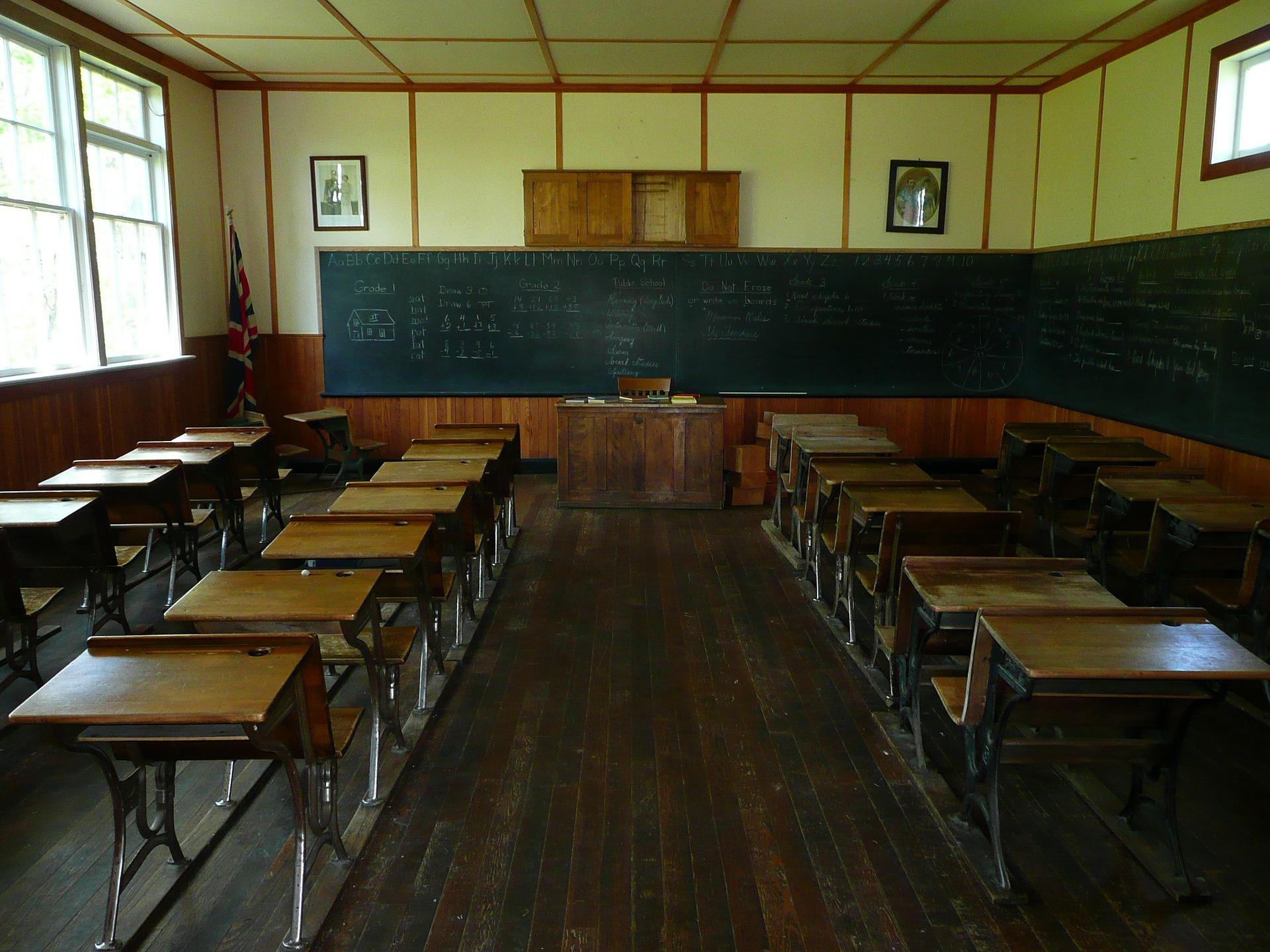 Maloljetnik pucao po dvorištu škole u Slavonskom Brodu