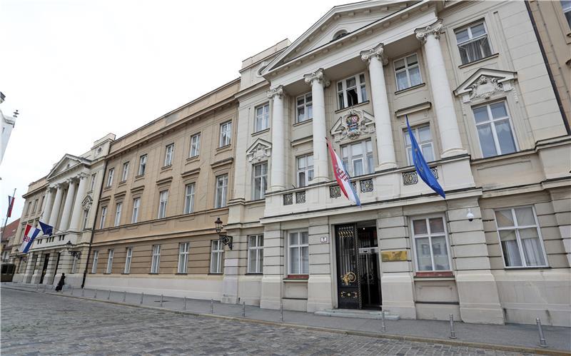 Zgrada Hrvatskog sabora u ljubičastom za prijevremeno rođenu djecu