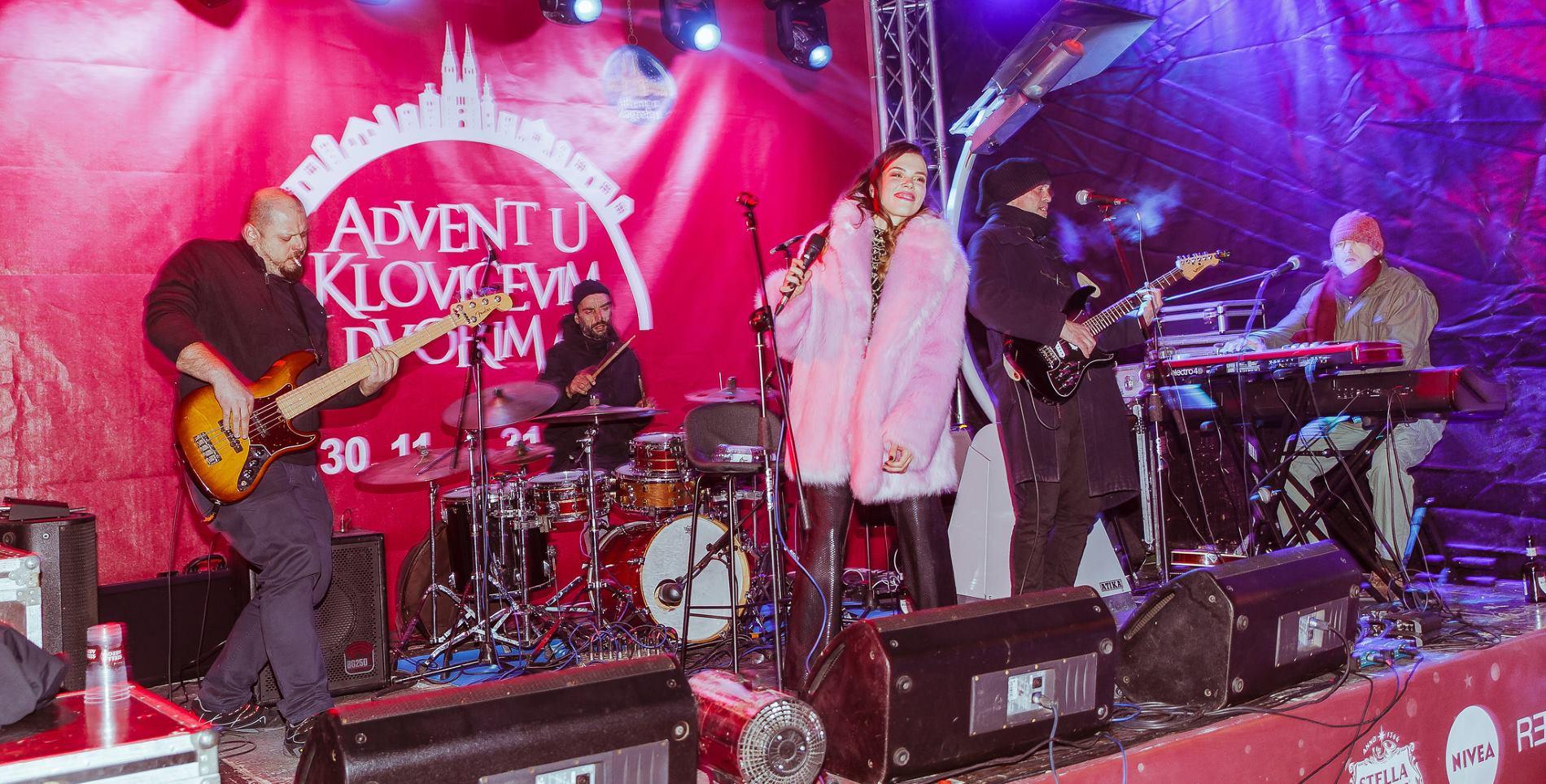 FOTO: Koncert Detoura na otvorenju Adventa u Klovićevim dvorima