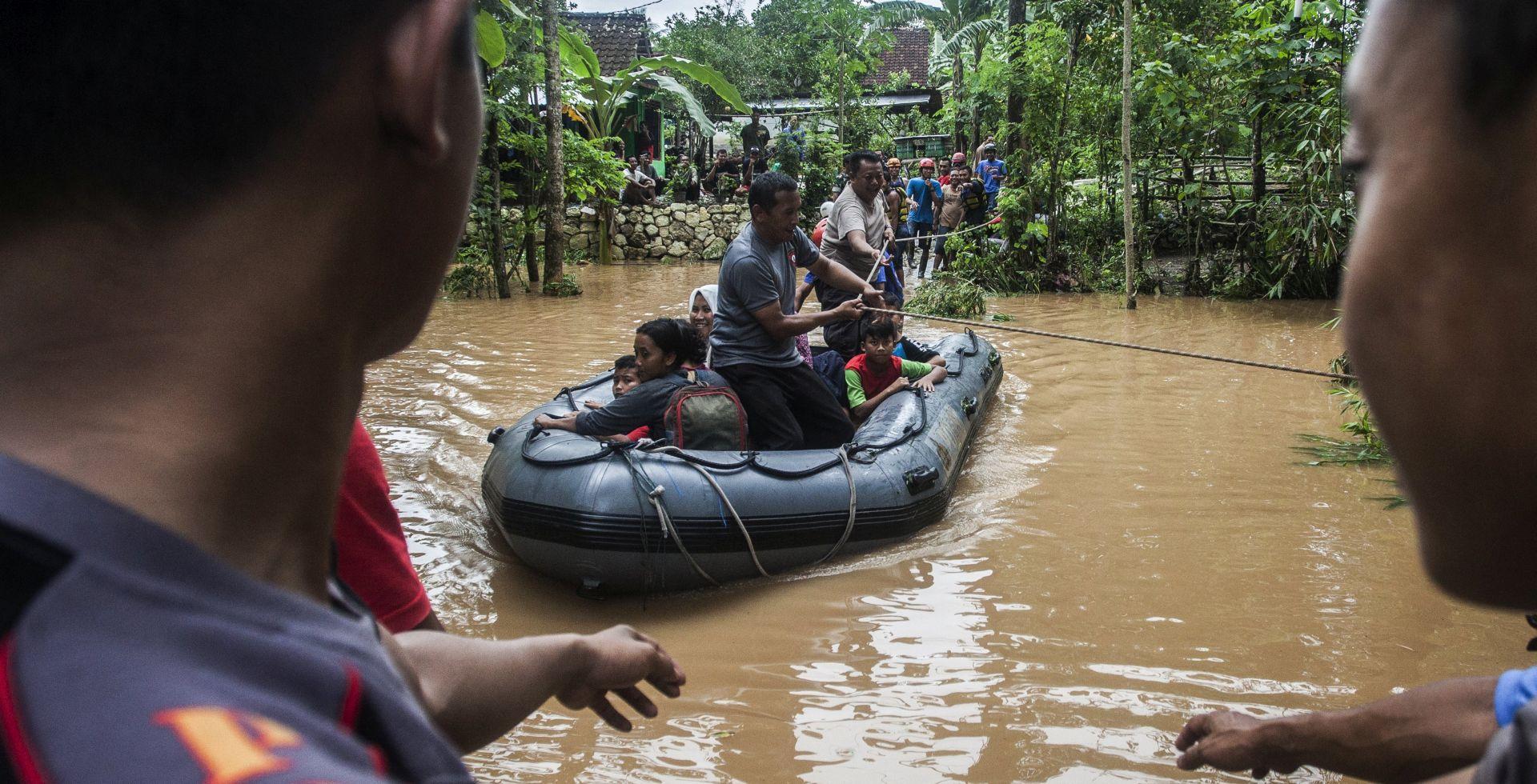 Broj žrtava u tropskoj oluji u Indoneziji popeo se na 41