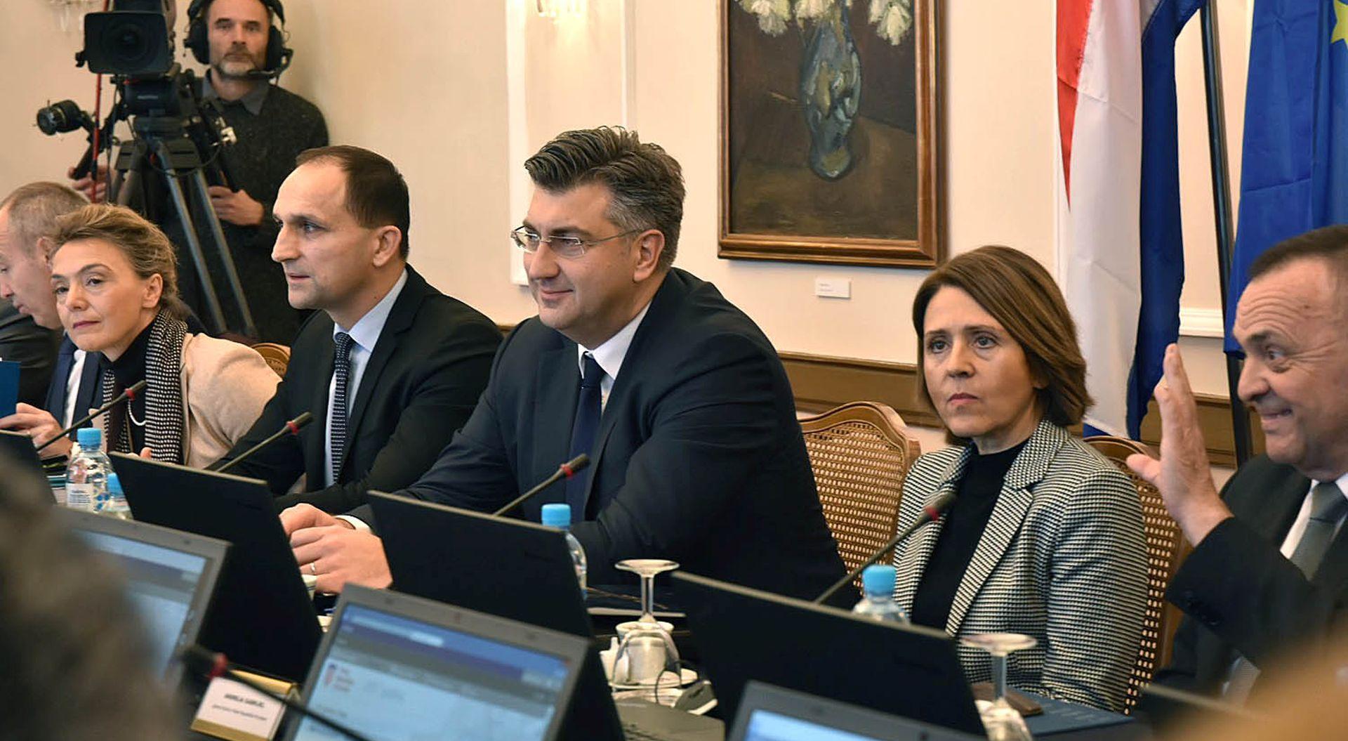 """PLENKOVIĆ """"Želimo konkretnim mjerama pomoći Osijeku i Slavoniji"""""""