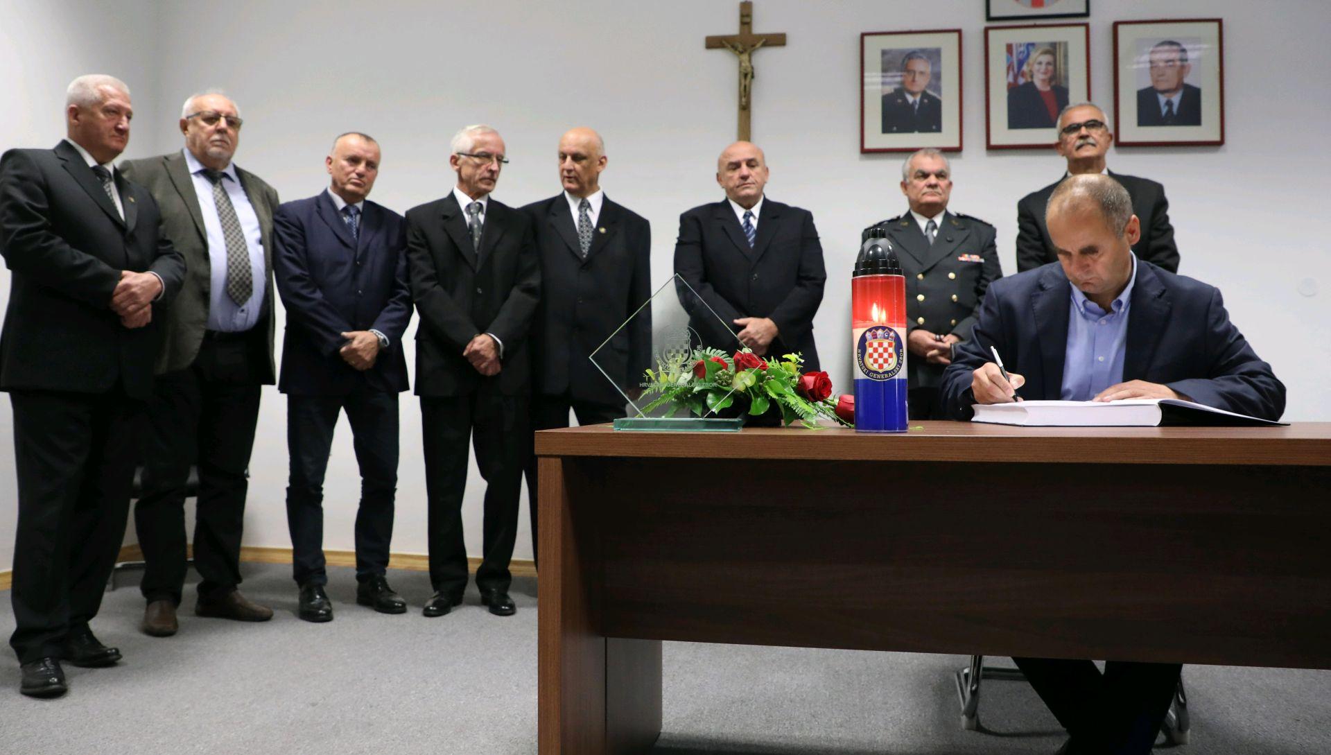 Generalski zbor otvorio knjigu sućuti za Praljka