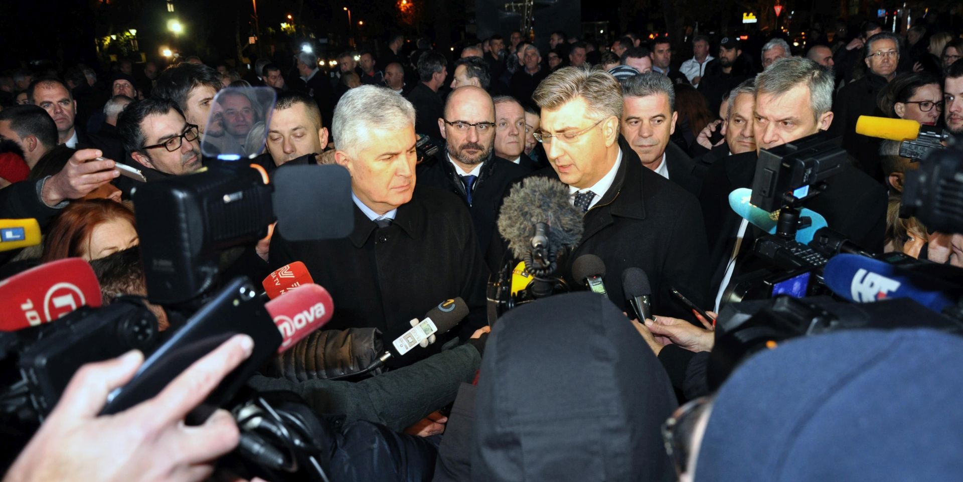 PLENKOVIĆ U MOSTARU Čović dočekao premijera ispred HDZ-a u Mostaru