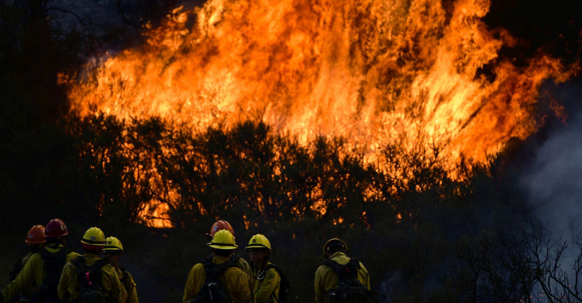 Šumski požar u Kaliforniji prijeti naseljima