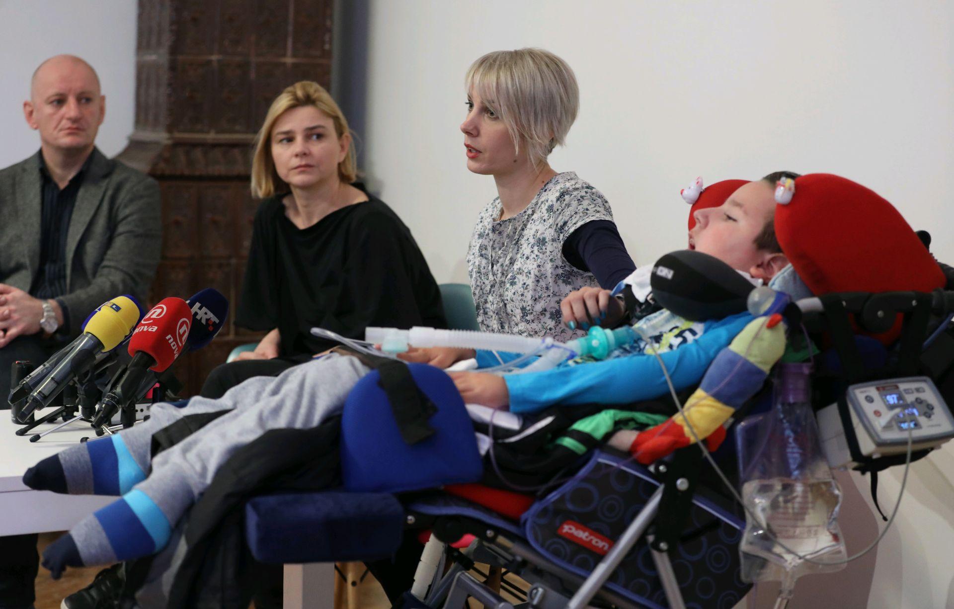 'Odluka o Spinrazi na listi lijekova diskriminira djecu na respiratoru'