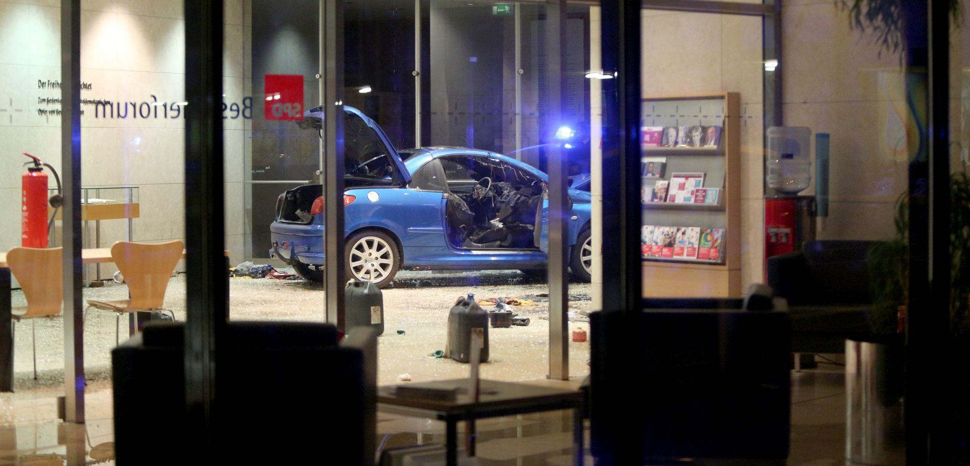 BERLIN Muškarac se zaletio automobilom u sjedište SPD-a