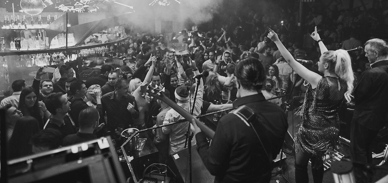 FOTO: Tradicionalni božićni koncert grupe 'Magazin' očarao zagrebački Klub H2O