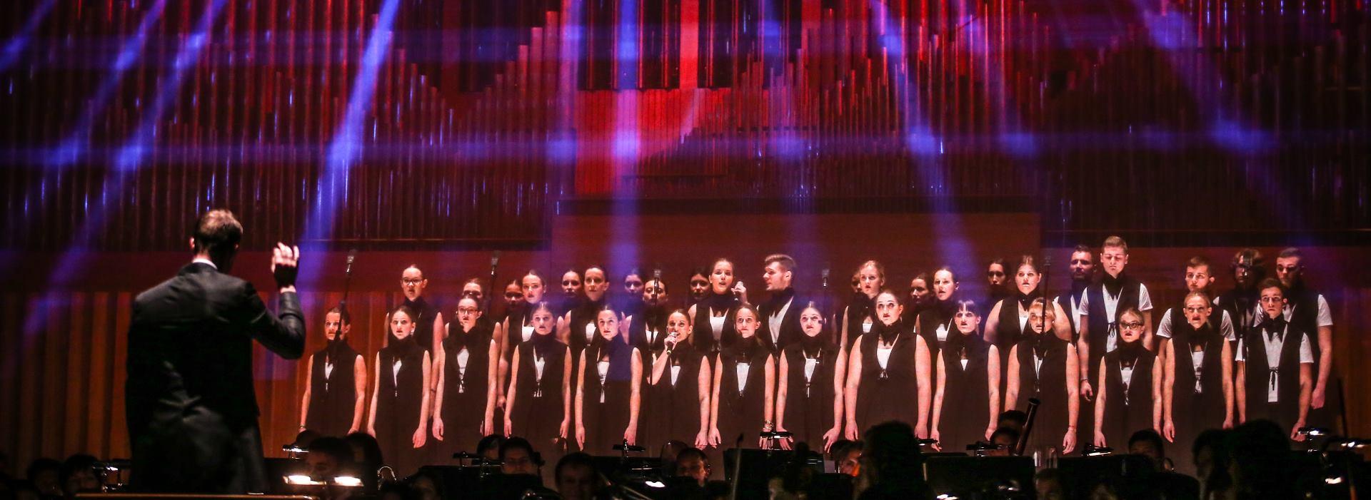 FOTO: OFF CIKLUS Održan božićni koncert Zagrebačke filharmonije u suradnji s Pjevačkom školom Husar&Tomčić