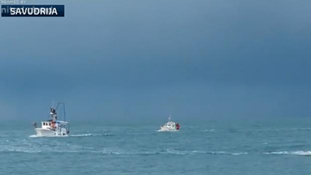 VIDEO: MJERKANJE Slovenci presreli hrvatske ribare