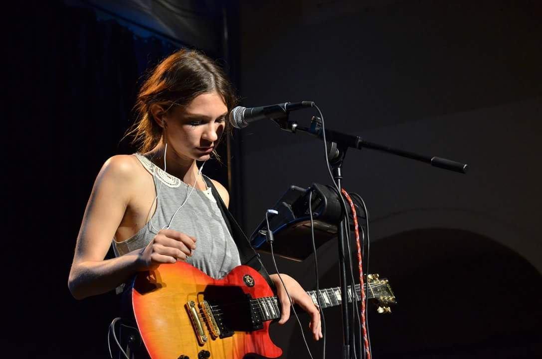 Posebna gošća na koncertu Darka Rundeka je Sara Renar