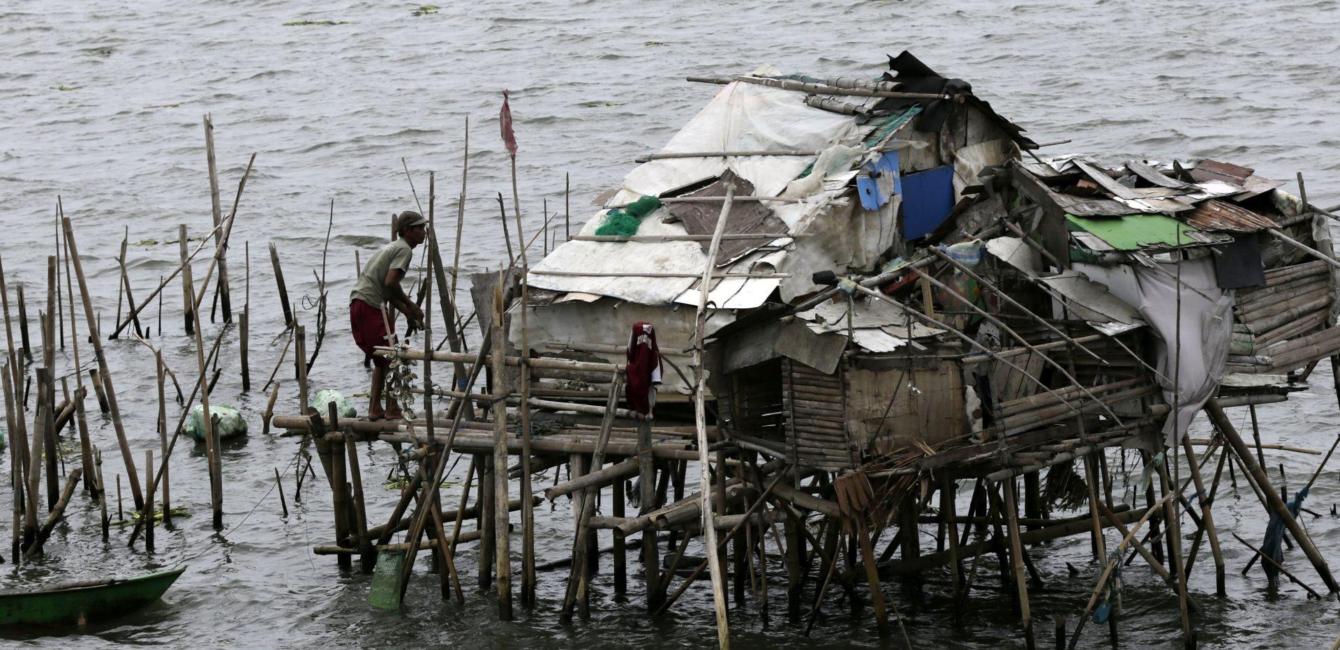 FILIPINI: Potonuo trajekt s 251 osobom