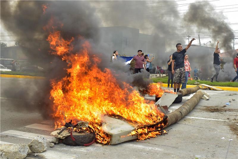 U Hondurasu proglašeno izvanredno stanje nakon postizbornih prosvjeda