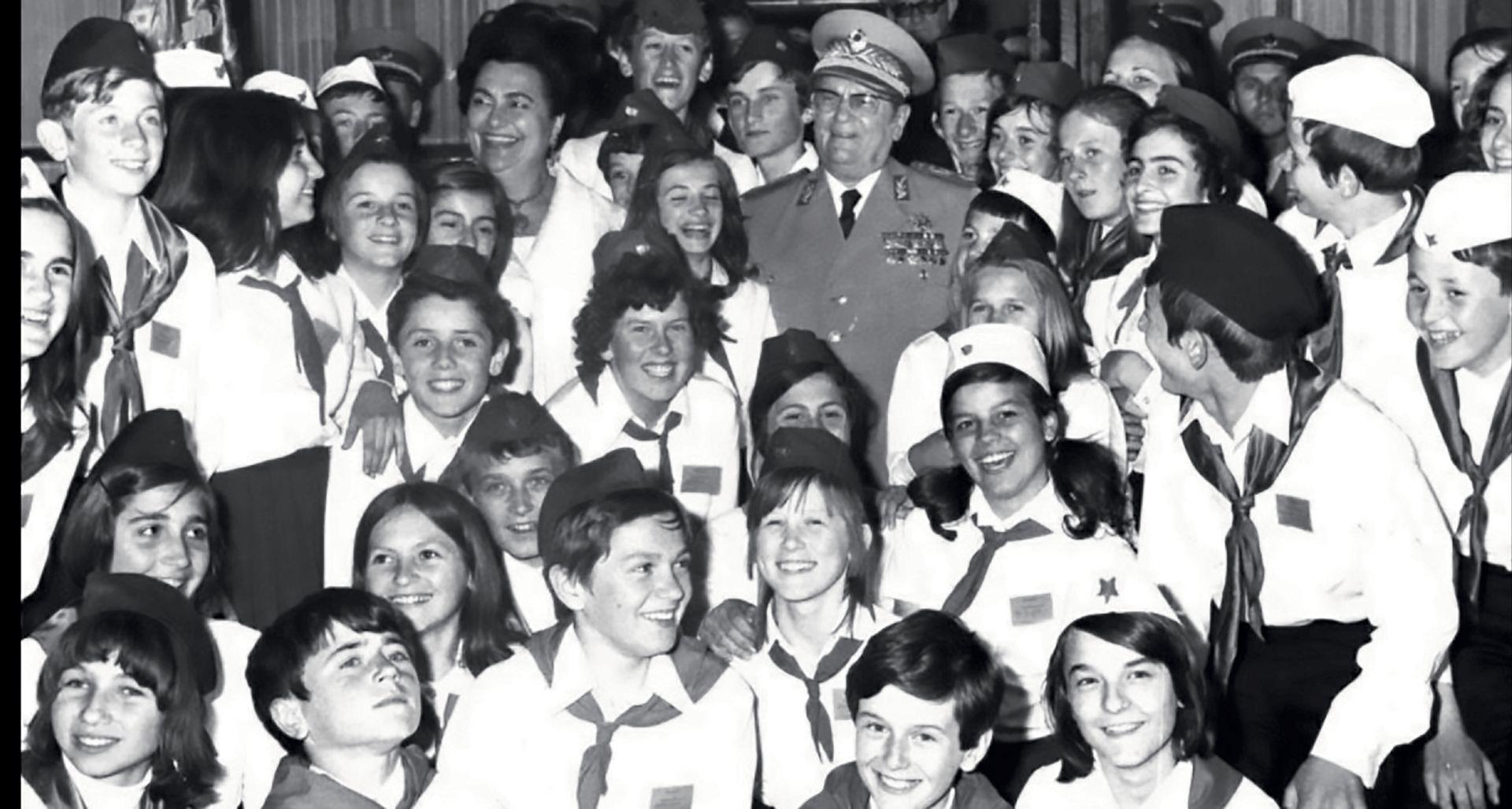 FELJTON Kako su albumi sa sličicama odgajali djecu u Jugoslaviji